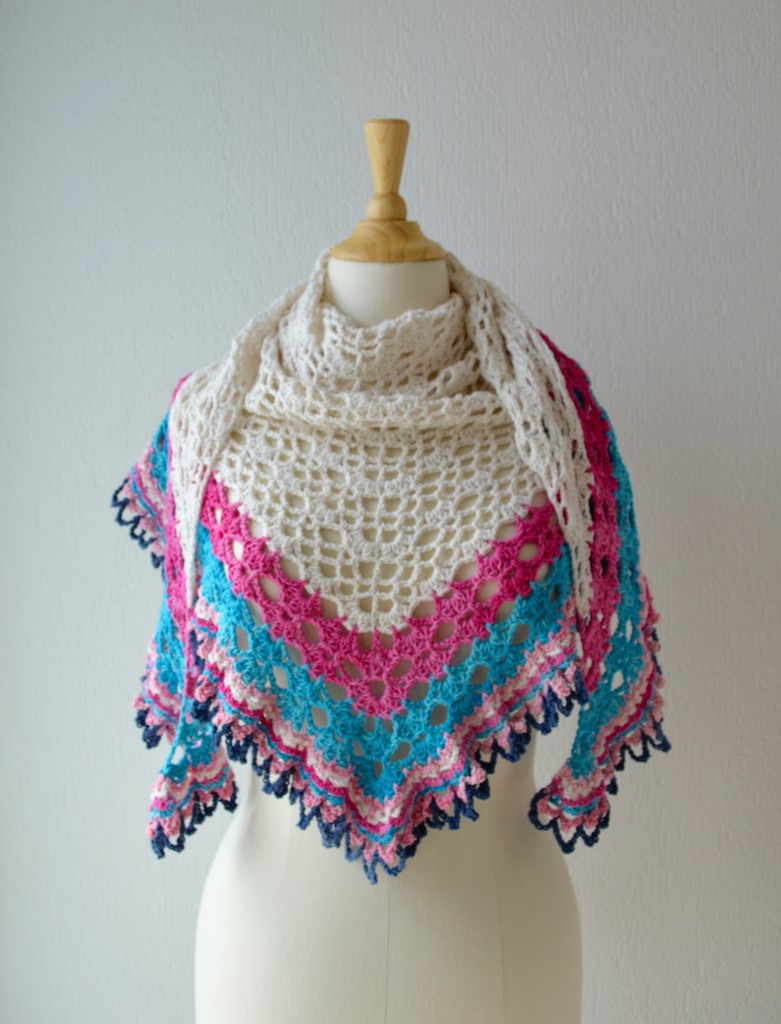 Free Crochet Pattern Of The Day : Free crochet pattern : Its a Sunny Day Shawl - Vicarno